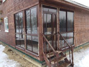 Пристройка к дому с окнами