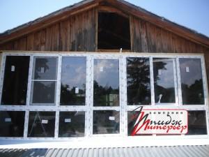 Остекление окнами ПВХ вторго этажа деревянного дома. Работы по облагораживанию фасада ещё не закончены