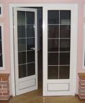 Межкомнатные двери из ПВХ со стеклопакетом и раскладкой.