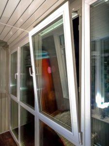 Остекление лоджии панорамными окнами.