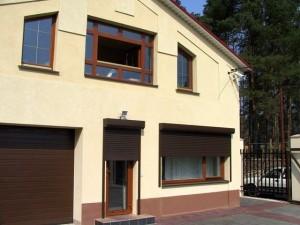 Рольставни защитные на окна коричневые