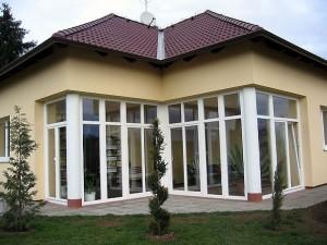 Остекление дома окнами ПВХ со стеклопакетом.