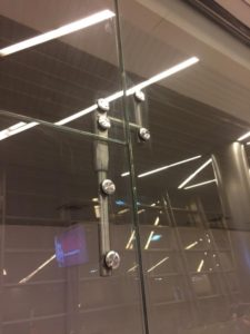 Крепление для стекла