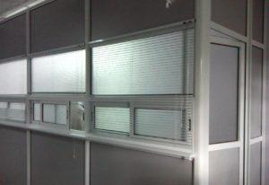 Перегородка мобильная для приёма посетителей с раздвижными окнами