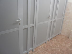 Перегородки в туалет из ПВХ цвет белый