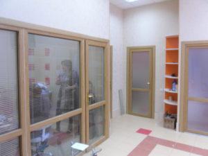 Двери перегородки из ПВХ цветные