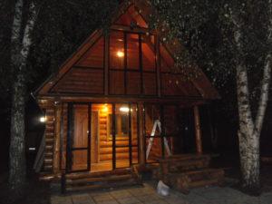 Остекление деревянного дома алюминиевыми раздвижными конструкциями.