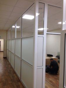 Офисная перегородка с заполнение стекло матовое 5мм
