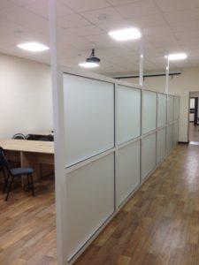 Перегородка для зонирования пространства с матовым стеклом