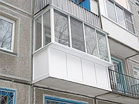 Балкон остеклённый алюминиевыми раздвижками