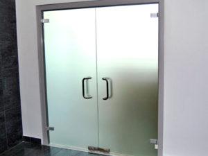 Двери стеклянные двойные
