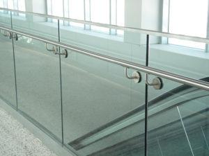 Ограждения / Перила из закалённого стекла