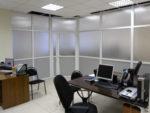 Перегородка для зонирования пространства в офисе. Поликарбонат / ЛДСП.