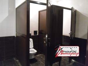 Туалетные кабины в коричневом цвете