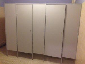 Туалетные кабины из ЛДСП фото