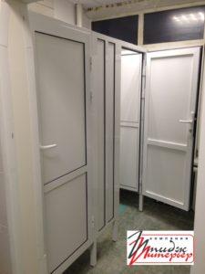 Сантехническая перегородка с дверью